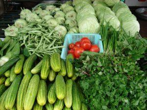 nên ăn rau xanh và hoa quả tươi khi bị rong kinh