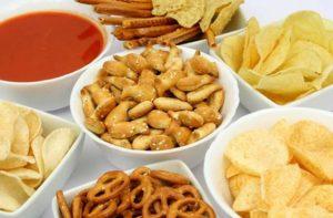 Không nên ăn thức ăn nhanh khi bị rong kinh