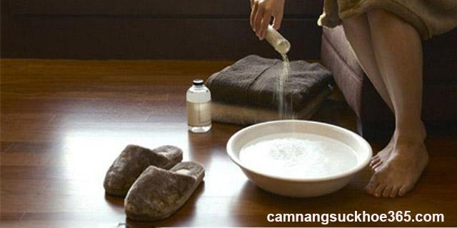 Có nên rửa nước muối khi bị viêm âm đạo?
