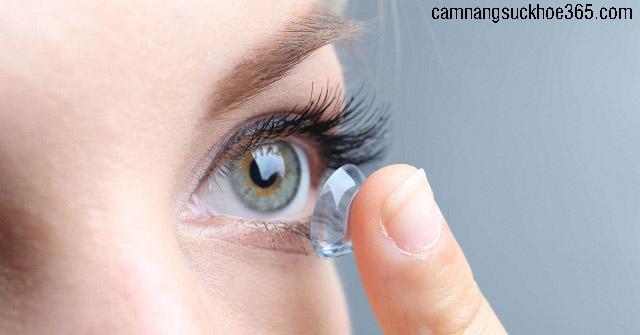 bị ngứa khóe mắt do đâu? Biểu hiện bệnh gì?