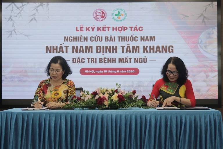 Lễ ký kết hợp tác giữa hai đơn vị YHCT đầu ngành
