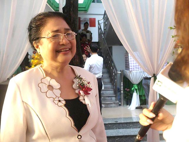 Nghệ sĩ Kim Xuyến vui vẻ chia sẻ về hiệu quả chữa viêm xoang của bài thuốc nam Quân dân 102